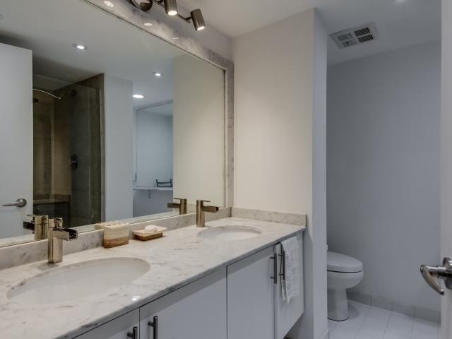 Condo Apartment at 2269 Lake Shore Blvd W, Unit Ph3301, Toronto, Ontario. Image 4