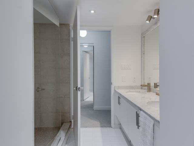 Condo Apartment at 2269 Lake Shore Blvd W, Unit Ph3301, Toronto, Ontario. Image 5