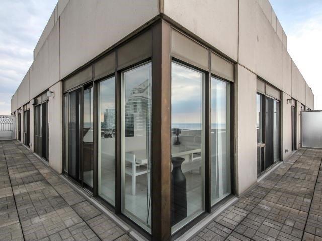 Condo Apartment at 2269 Lake Shore Blvd W, Unit Ph3301, Toronto, Ontario. Image 7