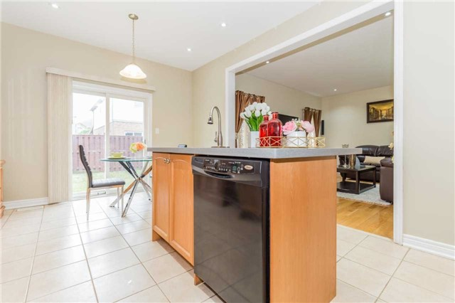 Detached at 1031 Eager Rd, Milton, Ontario. Image 20
