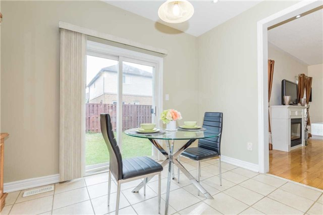 Detached at 1031 Eager Rd, Milton, Ontario. Image 2