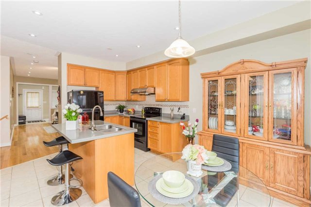 Detached at 1031 Eager Rd, Milton, Ontario. Image 3