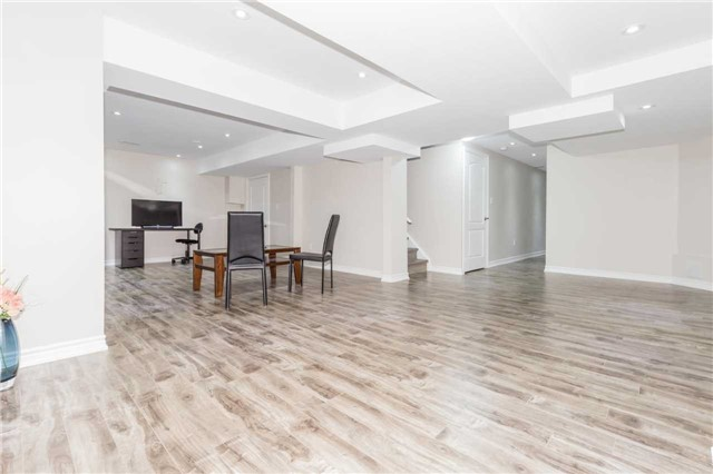 Detached at 1031 Eager Rd, Milton, Ontario. Image 11
