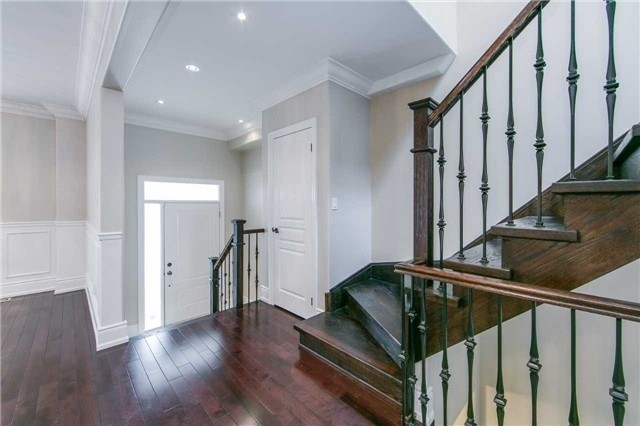 Detached at 19 Connorvale Ave, Toronto, Ontario. Image 8