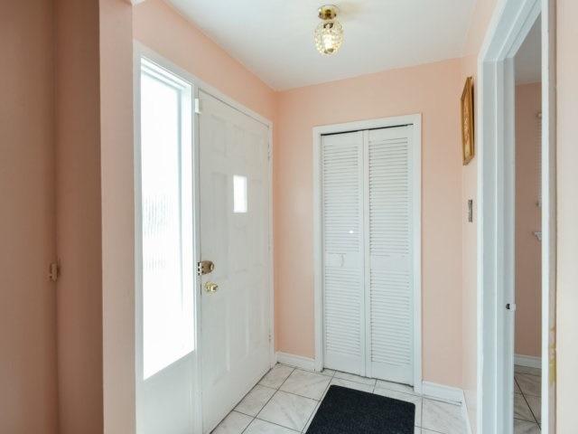 Semi-detached at 3383 Jolliffe Ave, Mississauga, Ontario. Image 15