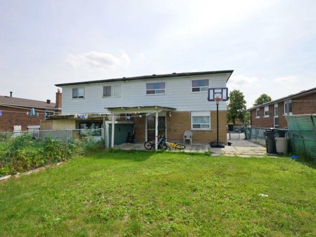 Semi-detached at 3383 Jolliffe Ave, Mississauga, Ontario. Image 13