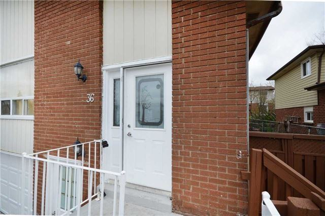 Semi-detached at 36 Newlyn Cres, Brampton, Ontario. Image 1