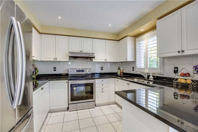 Detached at 3289 Turnstone Cres, Mississauga, Ontario. Image 13