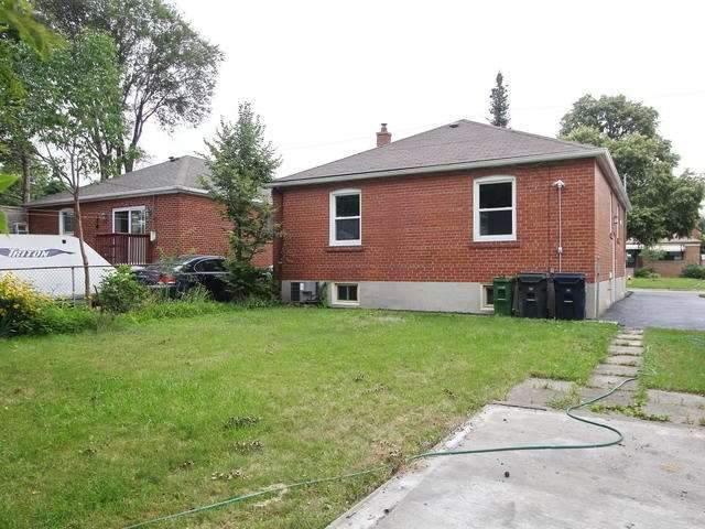 Detached at 86 Silverhill Dr, Toronto, Ontario. Image 9