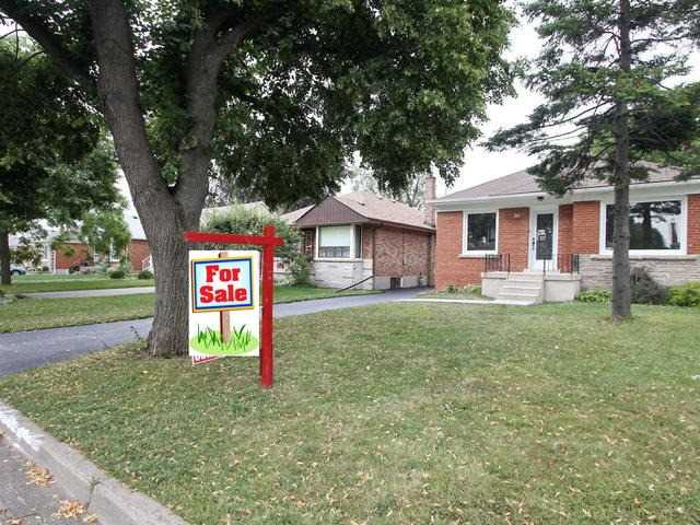 Detached at 86 Silverhill Dr, Toronto, Ontario. Image 12