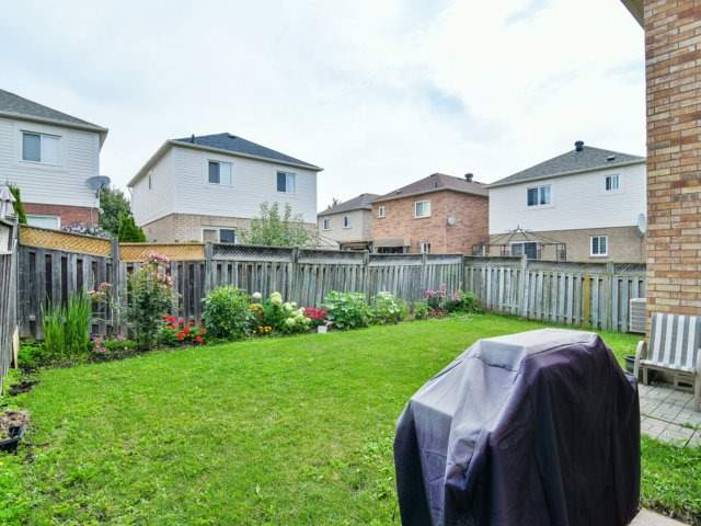 Detached at 161 Queen Mary Dr, Brampton, Ontario. Image 10