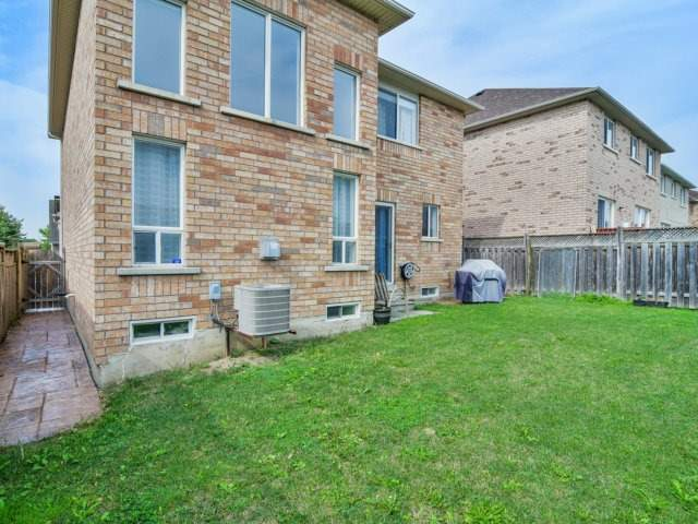 Detached at 161 Queen Mary Dr, Brampton, Ontario. Image 11