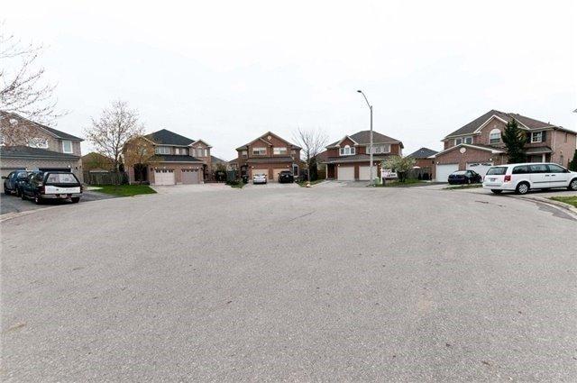 Semi-detached at 7218 Visor Gate, Mississauga, Ontario. Image 12