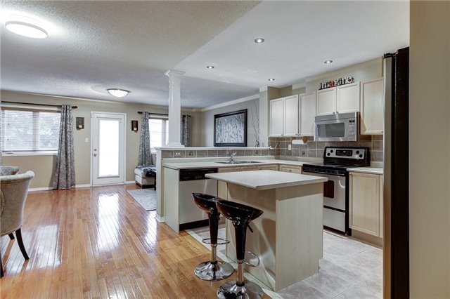 Semi-detached at 40 San Gabriele Pl, Toronto, Ontario. Image 15