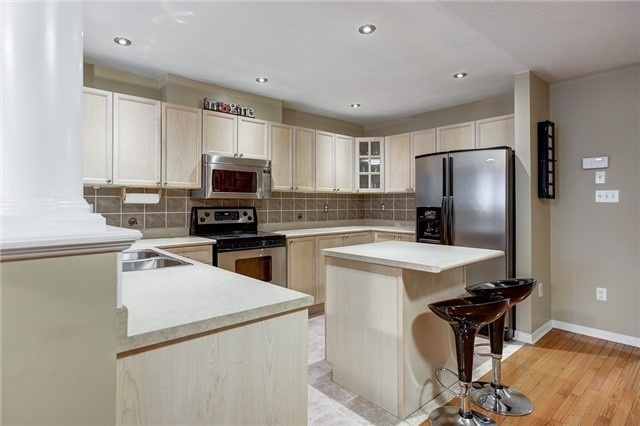 Semi-detached at 40 San Gabriele Pl, Toronto, Ontario. Image 17
