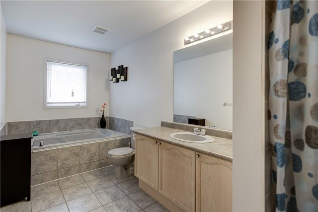 Semi-detached at 40 San Gabriele Pl, Toronto, Ontario. Image 10