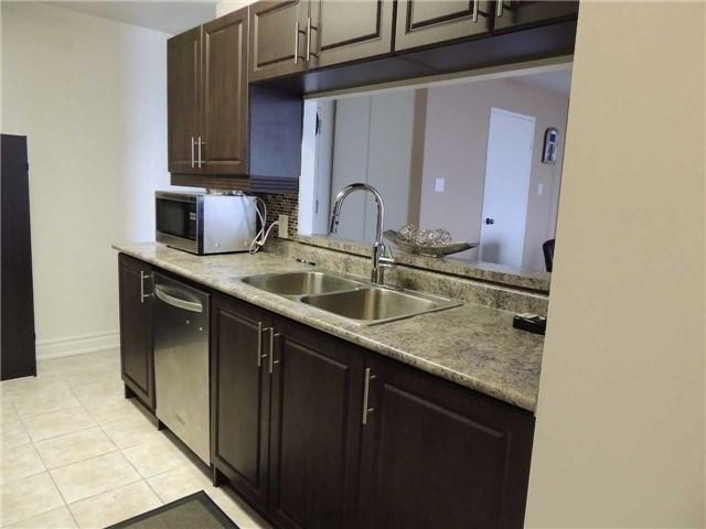 Condo Apartment at 35 Trailwood Dr, Unit 1117, Mississauga, Ontario. Image 15