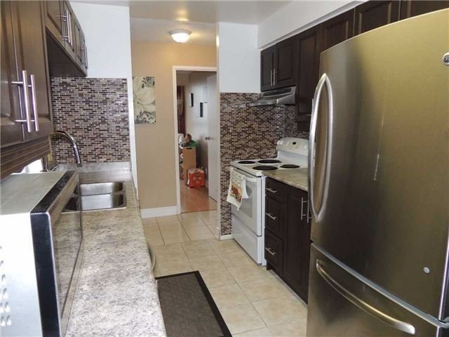 Condo Apartment at 35 Trailwood Dr, Unit 1117, Mississauga, Ontario. Image 16