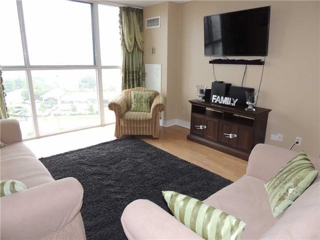 Condo Apartment at 35 Trailwood Dr, Unit 1117, Mississauga, Ontario. Image 2