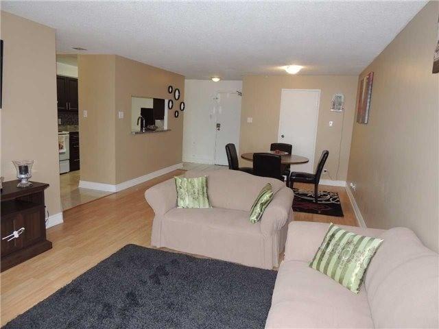 Condo Apartment at 35 Trailwood Dr, Unit 1117, Mississauga, Ontario. Image 3
