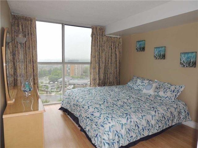 Condo Apartment at 35 Trailwood Dr, Unit 1117, Mississauga, Ontario. Image 5