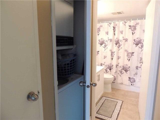 Condo Apartment at 35 Trailwood Dr, Unit 1117, Mississauga, Ontario. Image 7