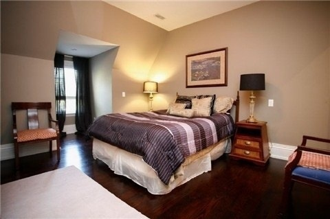 Detached at 1305 Indian Rd, Mississauga, Ontario. Image 4