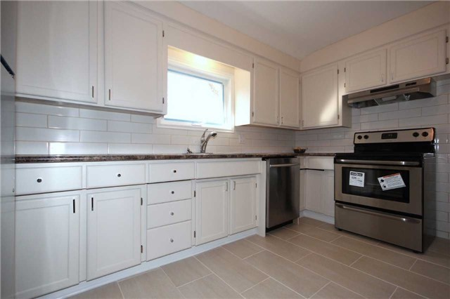 Detached at 47 Heslop Rd, Milton, Ontario. Image 2