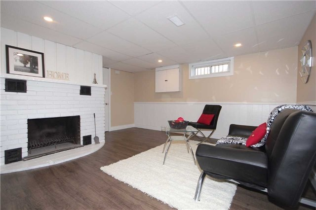 Detached at 47 Heslop Rd, Milton, Ontario. Image 5