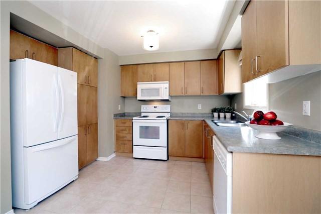 Condo Townhouse at 2361 Parkhaven Blvd, Unit 16, Oakville, Ontario. Image 4