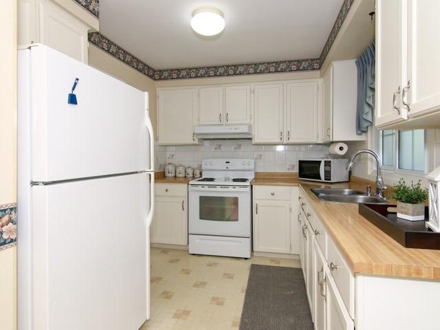 Condo Townhouse at 3021 Glencrest Rd, Unit 20, Burlington, Ontario. Image 17