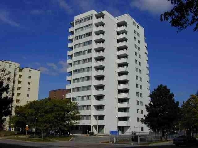 Condo Apartment at 2345 Confederation Pkwy, Unit #1002, Mississauga, Ontario. Image 1