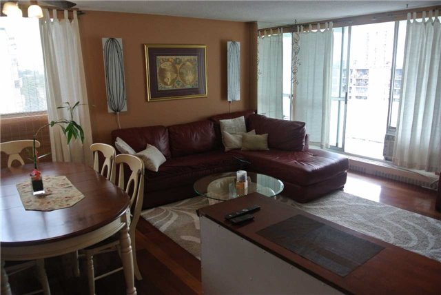 Condo Apartment at 2345 Confederation Pkwy, Unit #1002, Mississauga, Ontario. Image 13