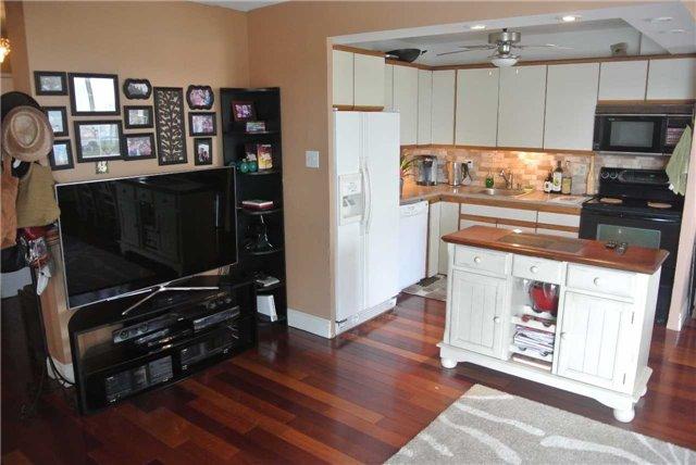Condo Apartment at 2345 Confederation Pkwy, Unit #1002, Mississauga, Ontario. Image 14