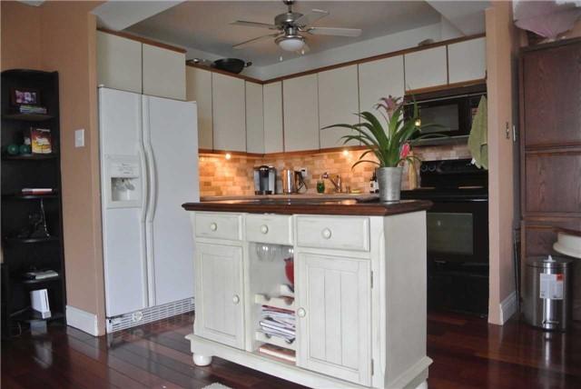 Condo Apartment at 2345 Confederation Pkwy, Unit #1002, Mississauga, Ontario. Image 15