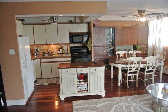 Condo Apartment at 2345 Confederation Pkwy, Unit #1002, Mississauga, Ontario. Image 16