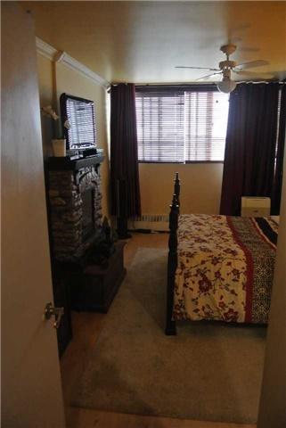 Condo Apartment at 2345 Confederation Pkwy, Unit #1002, Mississauga, Ontario. Image 3