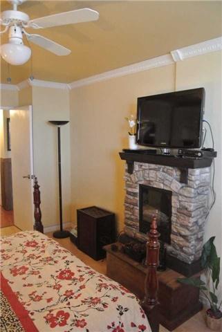 Condo Apartment at 2345 Confederation Pkwy, Unit #1002, Mississauga, Ontario. Image 5