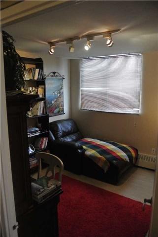 Condo Apartment at 2345 Confederation Pkwy, Unit #1002, Mississauga, Ontario. Image 7