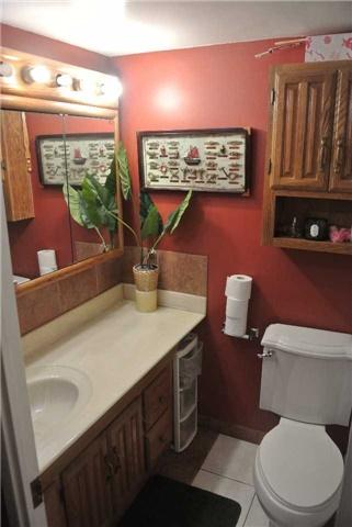 Condo Apartment at 2345 Confederation Pkwy, Unit #1002, Mississauga, Ontario. Image 8