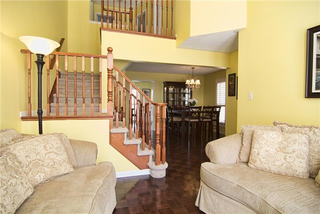 Detached at 5563 Farmcote Dr, Mississauga, Ontario. Image 15