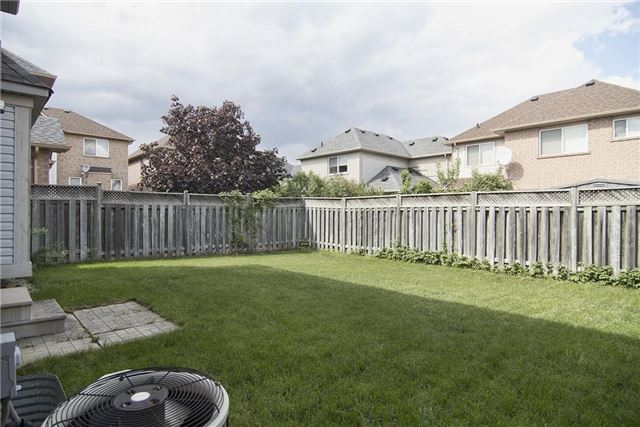 Detached at 5563 Farmcote Dr, Mississauga, Ontario. Image 10
