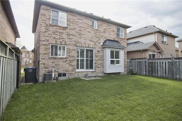 Detached at 5563 Farmcote Dr, Mississauga, Ontario. Image 11