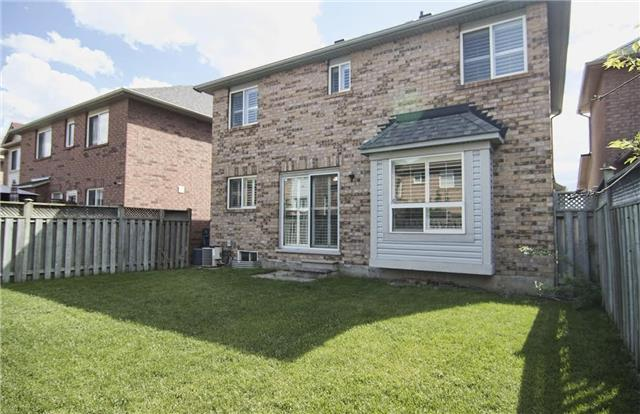 Detached at 5563 Farmcote Dr, Mississauga, Ontario. Image 13