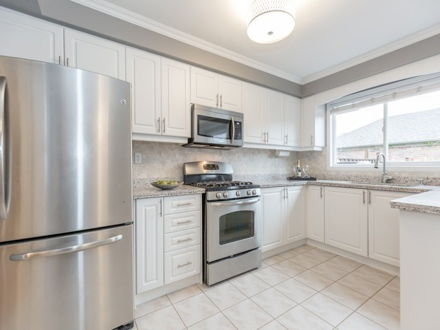 Townhouse at 5846 Tenth Line W, Mississauga, Ontario. Image 15