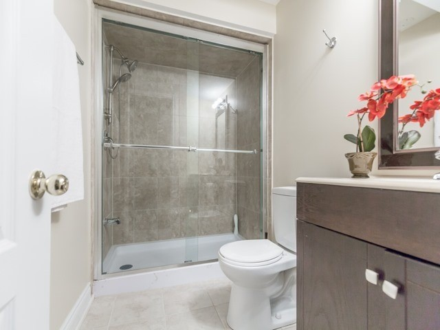 Townhouse at 5846 Tenth Line W, Mississauga, Ontario. Image 3