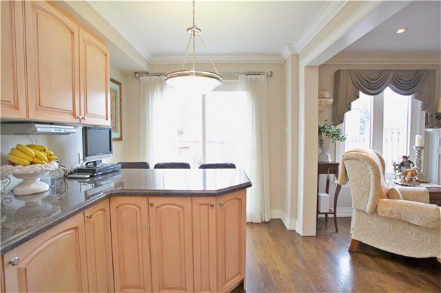 Semi-detached at 2108 Farrier Mews, Mississauga, Ontario. Image 17