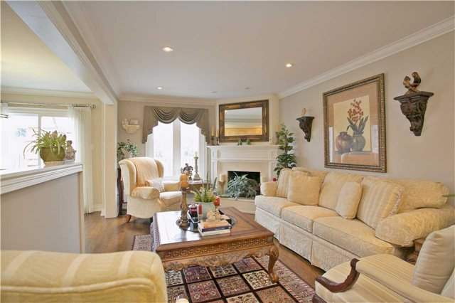 Semi-detached at 2108 Farrier Mews, Mississauga, Ontario. Image 19