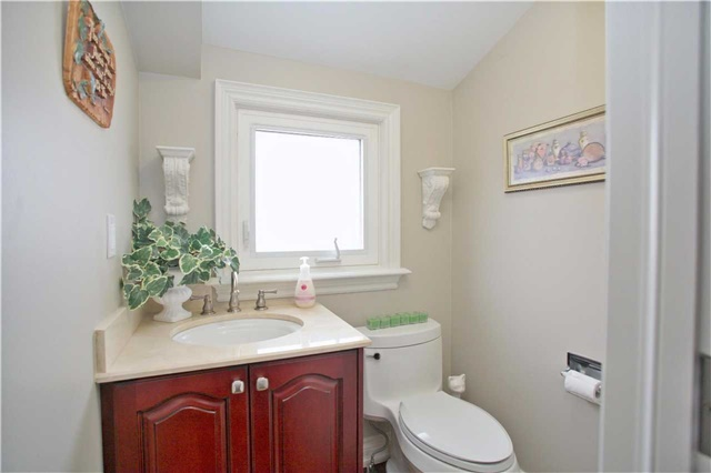 Semi-detached at 2108 Farrier Mews, Mississauga, Ontario. Image 7