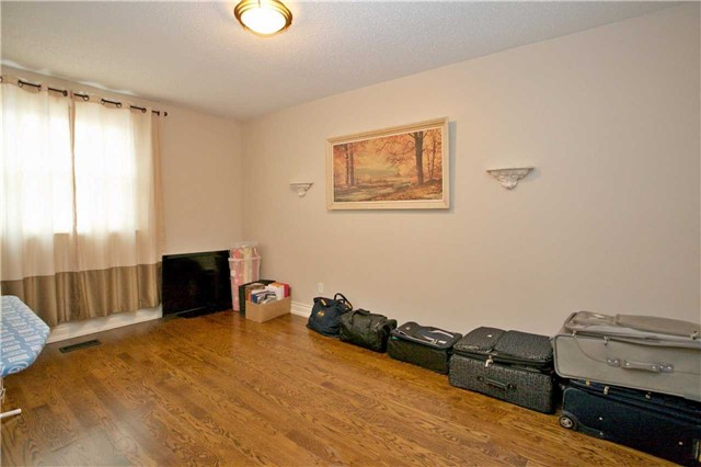 Semi-detached at 2108 Farrier Mews, Mississauga, Ontario. Image 10